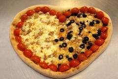 Pizza ve tvaru srdce  TONNO